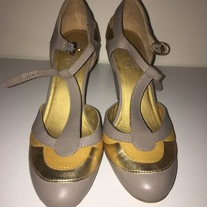 Grey yellow and gold Seychelles t-straps. Size 10